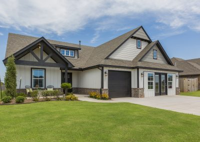 Exterior Front Shaw Homes Kincaid In Pinnacle 3100 Brookstone Ridge Blvd Yukon, OK 73099 (1)