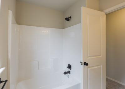 Hall Bath 11108 SW 31st St, Yukon OK Pinnacle Forsythia (3)