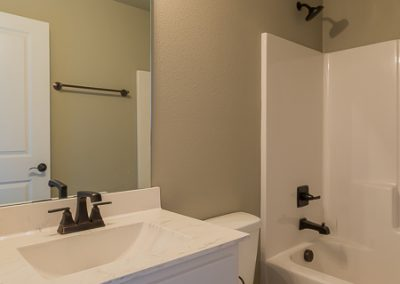 Hall Bath 2 Vertical 3440 E Sundusky St Baywood In Silver Leaf Broken Arrow Oklahoma