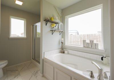 Master Bathroom Shaw Homes Kincaid In Pinnacle 3100 Brookstone Ridge Blvd Yukon, OK 73099 (2)