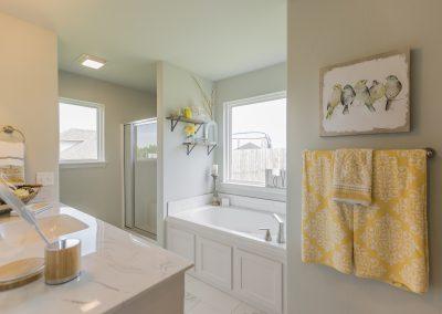 Master Bathroom Shaw Homes Kincaid In Pinnacle 3100 Brookstone Ridge Blvd Yukon, OK 73099 (5)